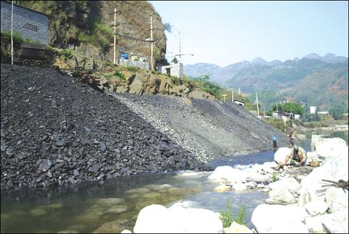 煤矸石对周围环境的污染触目惊心